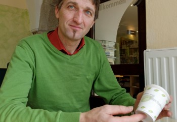 Richard Friesenecker, GF Bauernladen Freistadt, bietet auch eingefleischen Coffee-to-go-Trinkern eine umweltfreundliche Alternative.