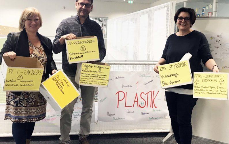 In der Neuen Musikmittelschule Freistadt und beim Percussionfestival Freistadt sorgen Alexandra und Markus Lindner dafür, dass die #ichbinsoplastikrei-Initiative von Leader-Geschäftsführerin Conny Wernitznig weitergedacht und weitergeführt wird.